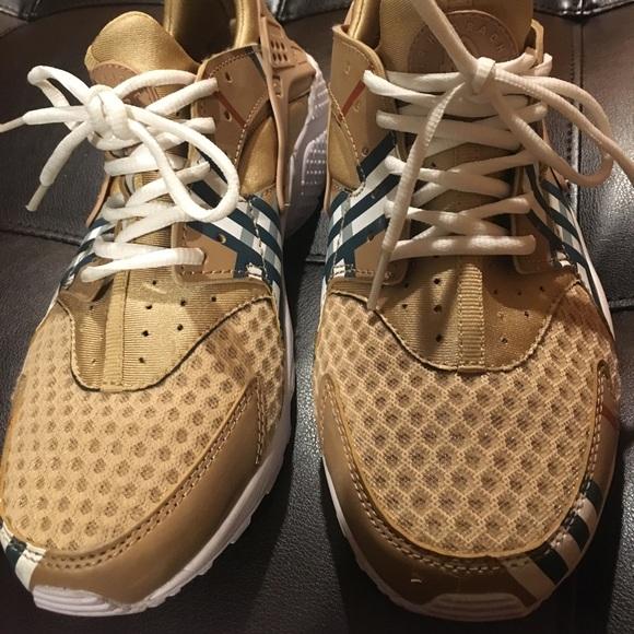 le scarpe nike air huraches poshmark burberry