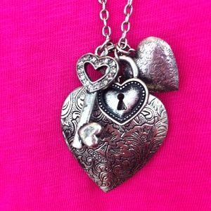 boutique Jewelry - Fun heart locket necklace