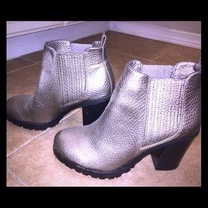 6.5 Sam & Libby booties... metallic silver-ish