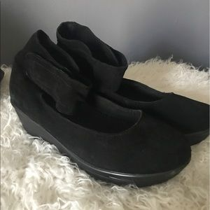 bernie mev. Shoes - Bernie Mev Heather wedge Black suede size 11 / 41