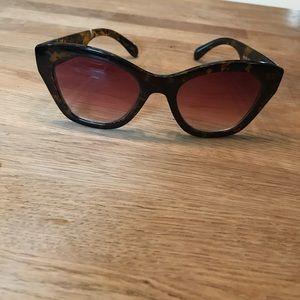 A.J. Morgan Accessories - Women's cats eye sunglasses tortoise EUC