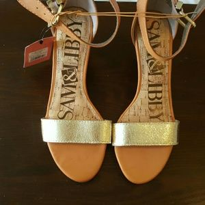 New w/ tags Sam & Libby brown and gold wedges