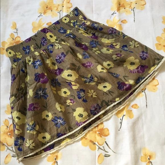 Charlotte Russe Dresses & Skirts - Floral mini puff skirt