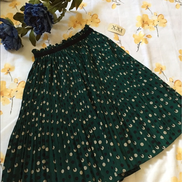 Forever 21 Dresses & Skirts - Dark green/Emerald pleated patterned skirt