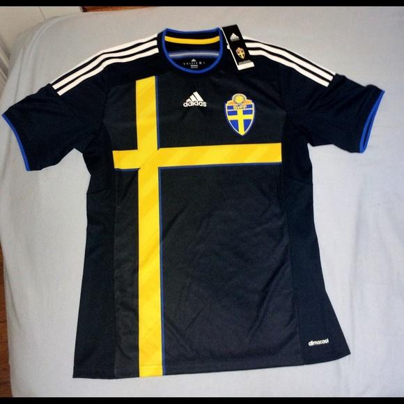 hot sales e2ec3 581a5 Men's Sweden Soccer Jersey Adult Medium NWT NWT