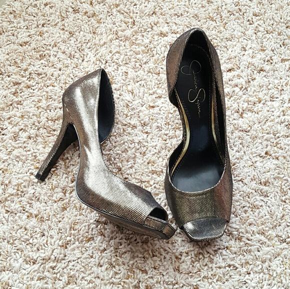Jessica Simpson Shoes - *29K sale* Jessica Simpson gold metalic heels