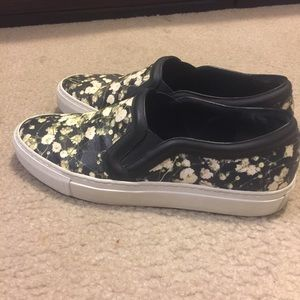 Givenchy sneaker. Very good condition.