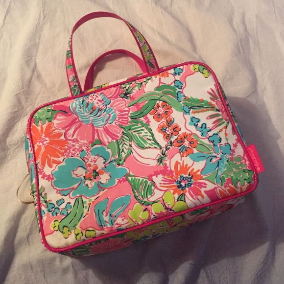 Lilly Pulitzer for Target - Lilly Pulitzer Target Nosey Posey Makeup Bag from Raleigh s closet ...