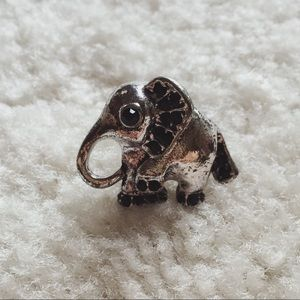 Vintage Jewelry - Vintage silver and black stone elephant ring