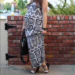 Dresses - Black & White Geometric Print Maxi Dress