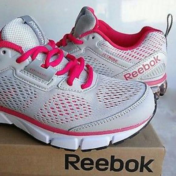 2aef07370ec562 NWT Reebok women s running shoes size 8