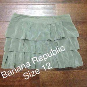 L'Wren Scott at Banana Republic Dresses & Skirts - Darling Banana Republic Size 10 100% Silk Skirt