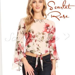 Scarlet Rose Boutique Tops - 🌹Flower Print Top with Flutter Sleeves🌹