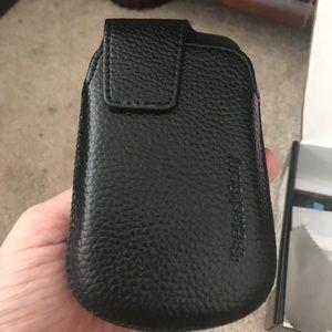 Blackberry Bold 9930 Leather clip on case