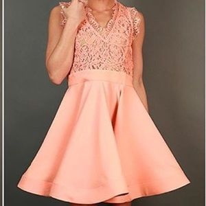 Dresses & Skirts - NWOT boutique Peach dress with lace detail