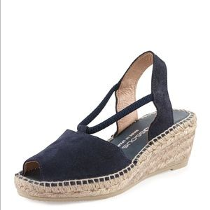 Andre Assous Shoes - Dainty Suede Wedge Sandal in Navy