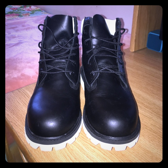 71 timberland other black and white leather
