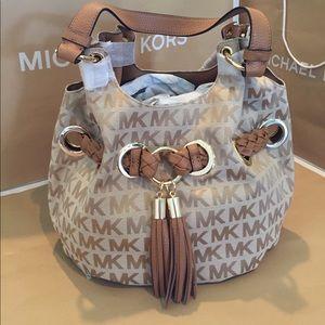 Michael Kors Handbags - 🌹👜Michael Kors Braided Grommet Shoulder Beige👑