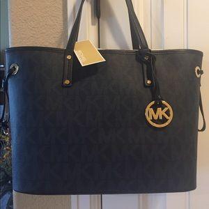 Michael Kors Handbags - 🌸NWT! MICHAEL KORS JET SET REVERSIBLE TOTE