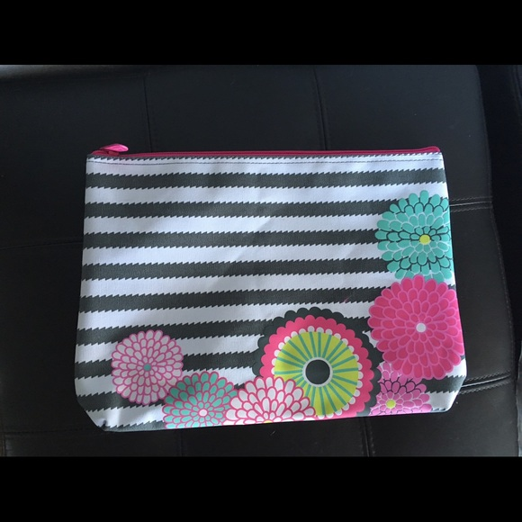 62% off thirty one Handbags - Thirty one zipper pouch