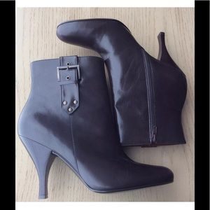 NEW DARK BROWN LEATHER BOOTS