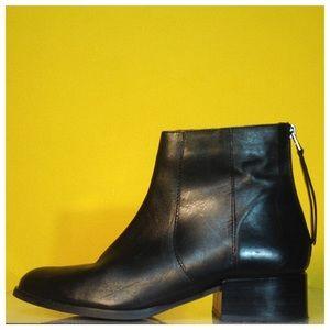 Vintage Black Leather Mod Ankle Boots. Size 8.5 /9