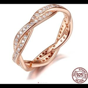 Jewelry - Twist of fate Rose gold ring stamped 925
