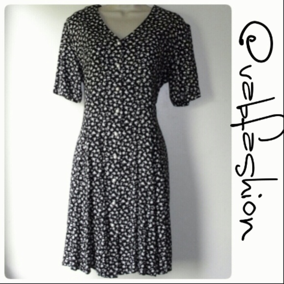 4c1b9871f2 Ellen Ashley Dresses   Skirts - 💋 PEARL BUTTON DOWN VINTAGE DRESS!