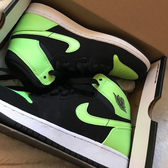 Lime green Nike high tops 53225d8bb