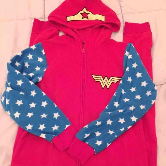 8f8f59c3b2 Wonder Woman Fleece Onesie Pajama PJs Sleepwear. M 5934bf1cd14d7b2631086317