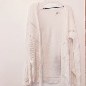 Volcom Sweaters - ✖️ON HOLD✖️Volcom white long sleeve cardigan