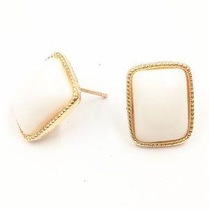 Jewelry - ✨White & gold earrings✨