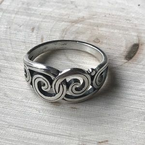 James Avery Jewelry - James Avery 925 gentle wave swirl ring 6.75