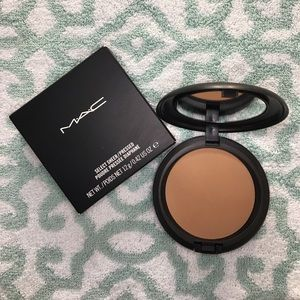 M•A•C Cosmetics NC45 Select Sheer Pressed Powder