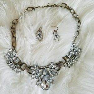 Jewelry - Collar necklace + earrings