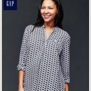 GAP Maternity butterfly blouse size Medium BNWT
