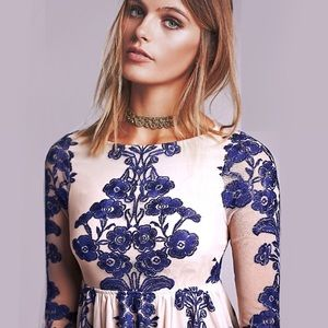 austin gal Dresses & Skirts - Embroidered Blue White Floral DRESS Temecula NEW