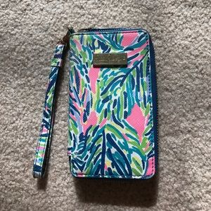 Lilly Pulitzer wristlet/phone holder