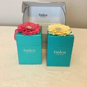 Two Tieks boxes and flowers