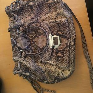 Michael Kors Handbags - PRICE DROP- LIKE NEW MK PURSE W DUST BAG