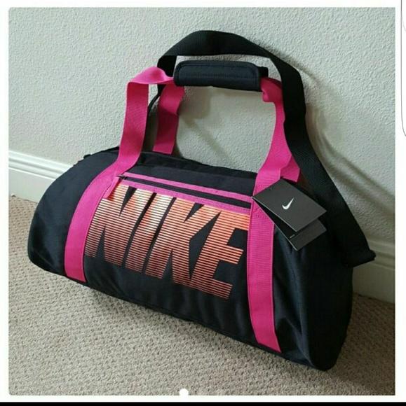 New Nike Gym Club Duffle Gym Travel Training Bag