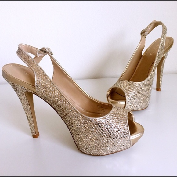 b108fd129ad Aldo Gold Britany Heels Size 7 Good for Wedding