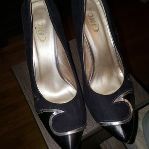Shoes   Black/Gold Pumps