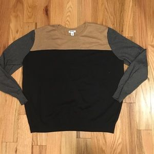 Great light weight Black Grey & tan sweater