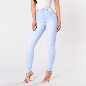 High Waisted Jeans - Light Wash