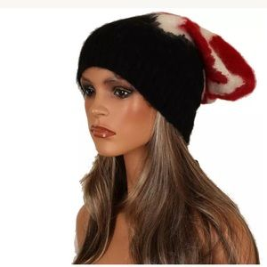 NWT PRADA CHIC SOFT KNIT HAT MADE IN ITALY.