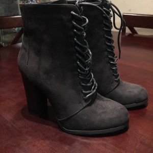 Cute black JustFab ankle tie up boots size 9