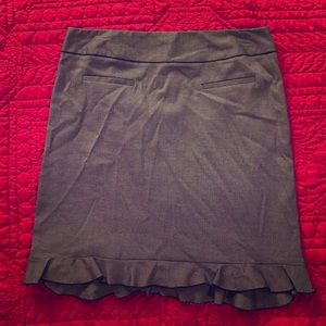 Larry Levine Dresses & Skirts - Gray skirt with ruffle hem size 14P