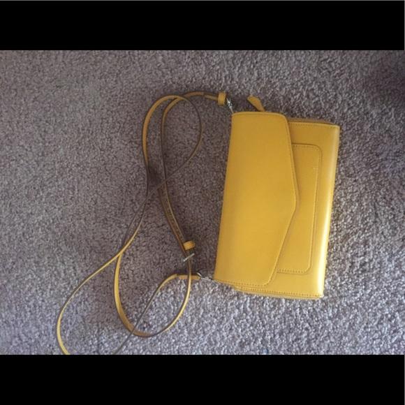 1b6787d10724 Vera Bradley ultimate crossbody in maize. M 5936a952bcd4a7bac2001a1a