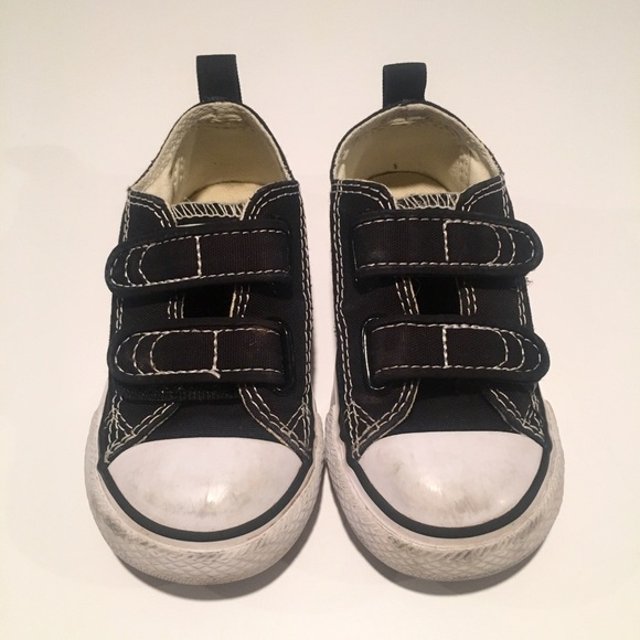 how to clean converse shoes black